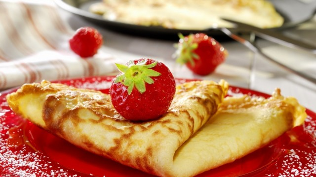 Pancake-And-Strawberries-cake-wallpapers-dessert-wallpapers-food-wallpapers -1600×900
